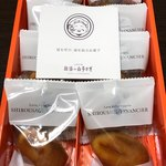 寿製菓 - 白ウサギフィナンシェ箱開ける