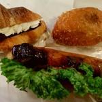 キャパトル - 料理写真:小倉あんとホイップのデニッシュ・若鶏と秋茄子のドッグ・カレーパン
