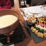 地ビール&ピッツァ オークラブルワリー - 冬にぴったりの『チーズフォンデュプラン』。画像は3人前です。