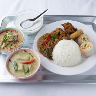 行列のできる本場タイ料理