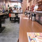 いきなりステーキ - スタンディング席がメインではありますが、 お店の奥にテーブル席(4人×2卓位)もあります。