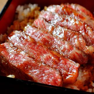 当店看板メニュー『神戸牛ステーキ重』