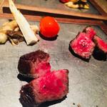 """Salon du Kuma3 北新地 - 8.〜MAIN〜       [温.SMB29]炭火肉       """"#近江牛""""の""""#サーロイン""""のステーキ。トマトのコンフィ、キノコのソテー、""""#まこもたけ""""を添えて。"""