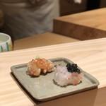 77342426 - ボタン海老の寿司                       炙りと握りのキャビアのせ。                       このキャビアは国産で塩辛くなくて美味でした