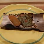 すし瀬名波 - からすみとズワイガニ味噌の杉板焼き
