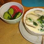 べ亭 - たたきキュウリ、赤カブ漬け&茶碗蒸し