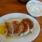 鬼がらし - セットの餃子と半ライス(ご飯少なめ)