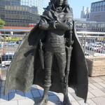 シロヤベーカリー - 小倉駅前に立つキャプテンハーロック像
