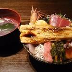 77364395 - 煮穴子一本のせ海鮮丼