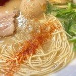 麺徳 - ゴマと一味投入