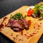 大人の鉄板 Basaro - できたて牛たたき。柔らかい牛肉をさっと炙ったタタキです。