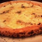 77371449 - 4種のチーズのピッツア(プレミアム)Sサイズ 通常価格1,870円(税込)東海ウォーカークーポン利用価格930円(税込)