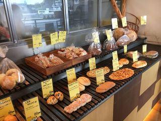 パンのなる木 - 店内のパン