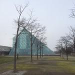 ランファン・キ・レーヴ - ガラスのピラミッドの中にあります。