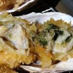77381039 - 串亭 二子玉川柳小路店 ランチ 広島県産牡蠣フライ御膳のレアでジューシーな蒸し上がりのプリプリ食感の大きな広島県産牡蠣