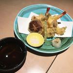 鮮魚と郷土料理の店 たつと - 天ぷら盛り合わせ(1,290円)