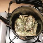 鮮魚と郷土料理の店 たつと - 牡蠣ヤカン蒸し(1,690円)
