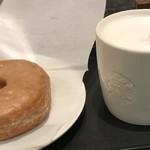 スターバックス・コーヒー - イングリッシュブレックファーストティーラテとシュガードーナツ