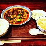 中国菜 オイル - 麻婆豆腐ランチ  ご飯、春雨サラダ、卵と野菜のスープ