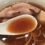 鳴龍 - 牡蠣の旨味が主張する贅沢なスープ