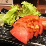 焼きとん大黒 - 冷やしトマト 350円。