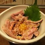 焼きとん大黒 - はらみユッケ 590円。