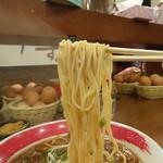 東大 - 徳島ラーメン(700円)(麺リフトは苦手です)