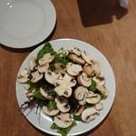 青 AO - 生マッシュルーム(香取産)のサラダ