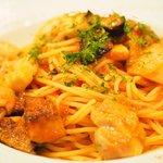 77391907 - パスタランチ 1300円 の若鶏もも肉と特別栽培茄子のトマトソース スパゲッティーニ