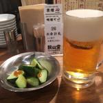 77394772 - 生ビール500円、胡瓜ゴマだれ200円
