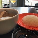 シンガポール ホーカーズ - ミニ肉骨茶+ジャスミンライス(サービス)