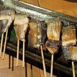 77397569 - 灰干し魚串5本盛り¥1100