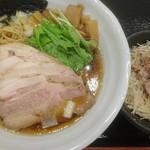 麺処 景虎 ほん田  - 鶏だし醤油チャーシューメン&ネギポーク丼(ハーフ)