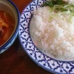 マッチョイ - ランチ特製タイカレー(レッド、チキン)
