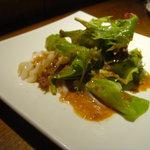 sushi dining 鸞 - つぶ貝のカルパッチョ、トビコのせ