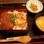 焼鶏 番番 - 鶏しぎ炙り重(780円)