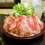 和風居酒屋はっちん - 料理写真:ボリュームある…お鍋のお肉