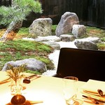 77404076 - 日本庭園を眺めながらフレンチ