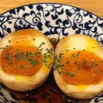 めちゃうまホルモン焼太郎 - 琉球煮卵¥200。 黒糖を使うので、琉球だそうです。