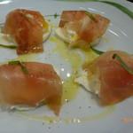 CHEESE KITCHEN RACLER - モッツァレラチーズと焼きヨーグルトの一皿 生ハムコラボ