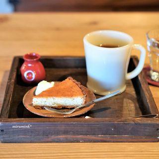 カエモン - 料理写真:クリームチーズの玄米タルトとオリジナルコーヒー