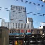 品川プリンスホテル - 外観(品川駅から見える品プリ)