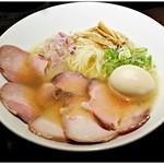 77407356 - 淡麗汐煮干チャーシューそば+味玉 1100+100円 肉沢山!しかし早めに食べないとアツアツスープによって火が通ってしまいますヨ。