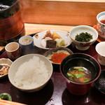 日本料理 太月 - 味噌汁、香の物、じゃこ、いくら