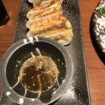 居酒屋 感 - ☆熊本餃子 ゴマ入りのタレで。独特の風味がいいですね♪