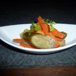 ジレンマ - 自家製ピクルス。色とりどりの野菜を使っております。