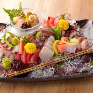 三陸産をはじめとする新鮮な魚介類は刺身でも原始焼きでも絶品!