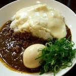 77415494 - 神戸キーマカレー。ホワイトチーズ、煮たまごトッピング♪