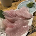 ぽんぽこたぬきのかくれ家 - 料理写真:エンガワ刺