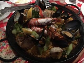 ラ コルメナ - 魚介とお肉を贅沢に使ったミックスパエリア